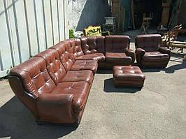 Угловой кожаный диван, кресло и пуф. Комплект мягкой мебели.