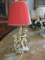 Керамическая настольная лампа.