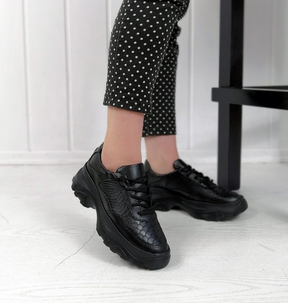 Чорні шкіряні кросівки з зміїним принтом