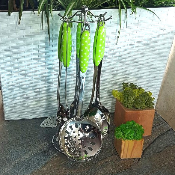 Набор кухонных принадлежностей на стойке, салатовые ручки в горошек