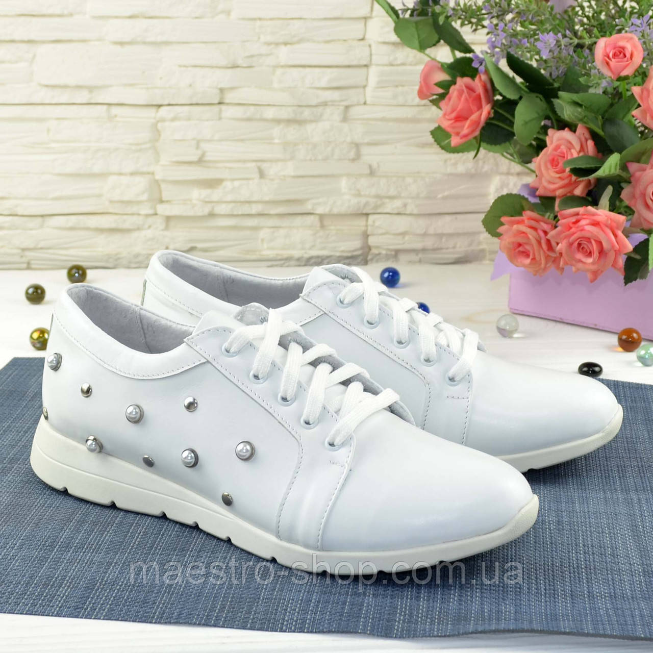 Кроссовки женские кожаные, цвет белый.