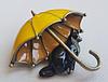 Брошь брошка значок кот кошка черная под желтым зонтом металл эмаль, фото 2