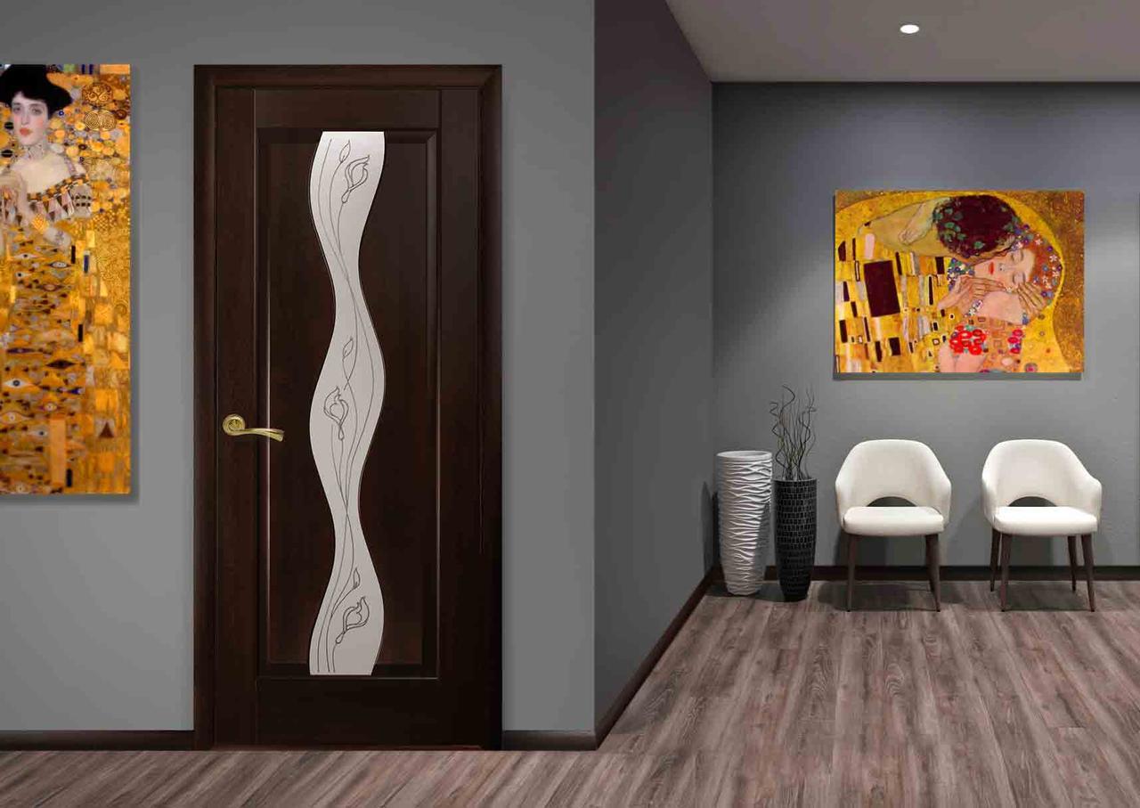 Межкомнатная дверь со стеклом и рисунком Волна