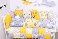 Комплекты в детскую кроватку с бортиками игрушками