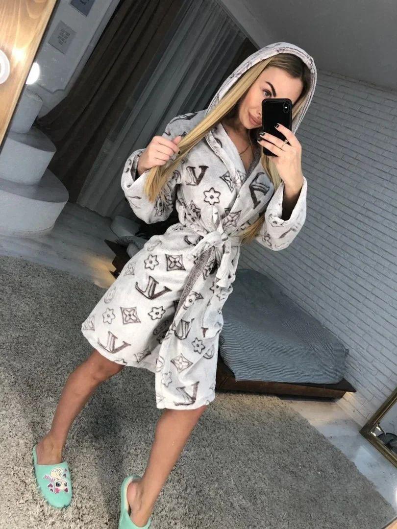 Женский теплый плюшевый халат с капюшоном LV