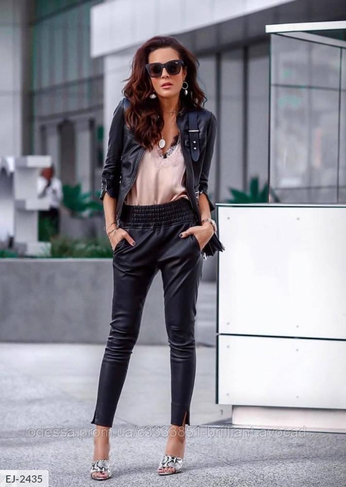 Женские стильные брюки-джоггеры из эко-кожи