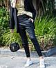 Женские стильные брюки-джоггеры из эко-кожи, фото 6