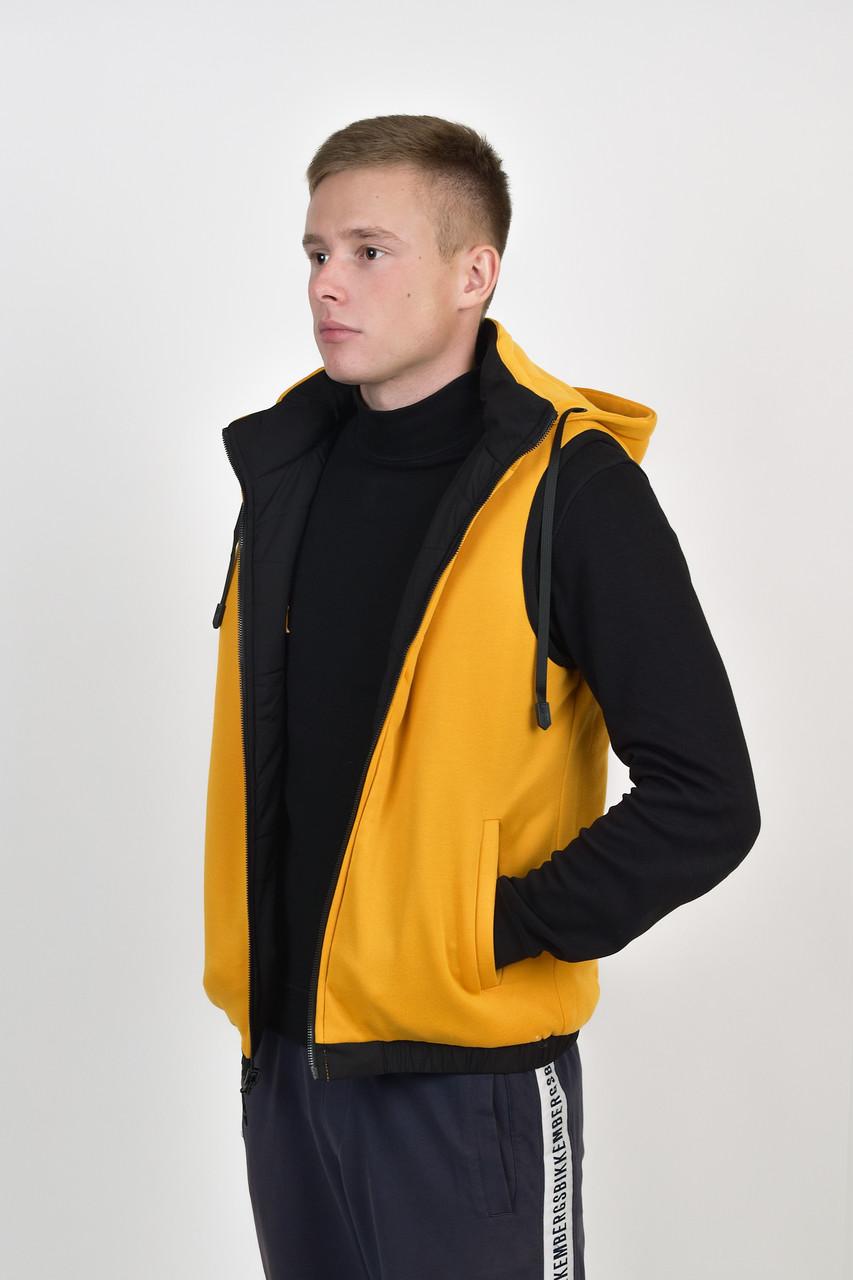 Мужской двухсторонний теплый жилет с капюшоном в черно/желтом цвете
