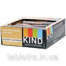 KIND Bars, Nuts & Spices, батончики з карамеллю, мигдалем і морською сіллю, 12 батончиків, вагою 40 г (1,4