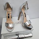 Женские серебряные босоножки из питона на высоком каблуке, фото 3
