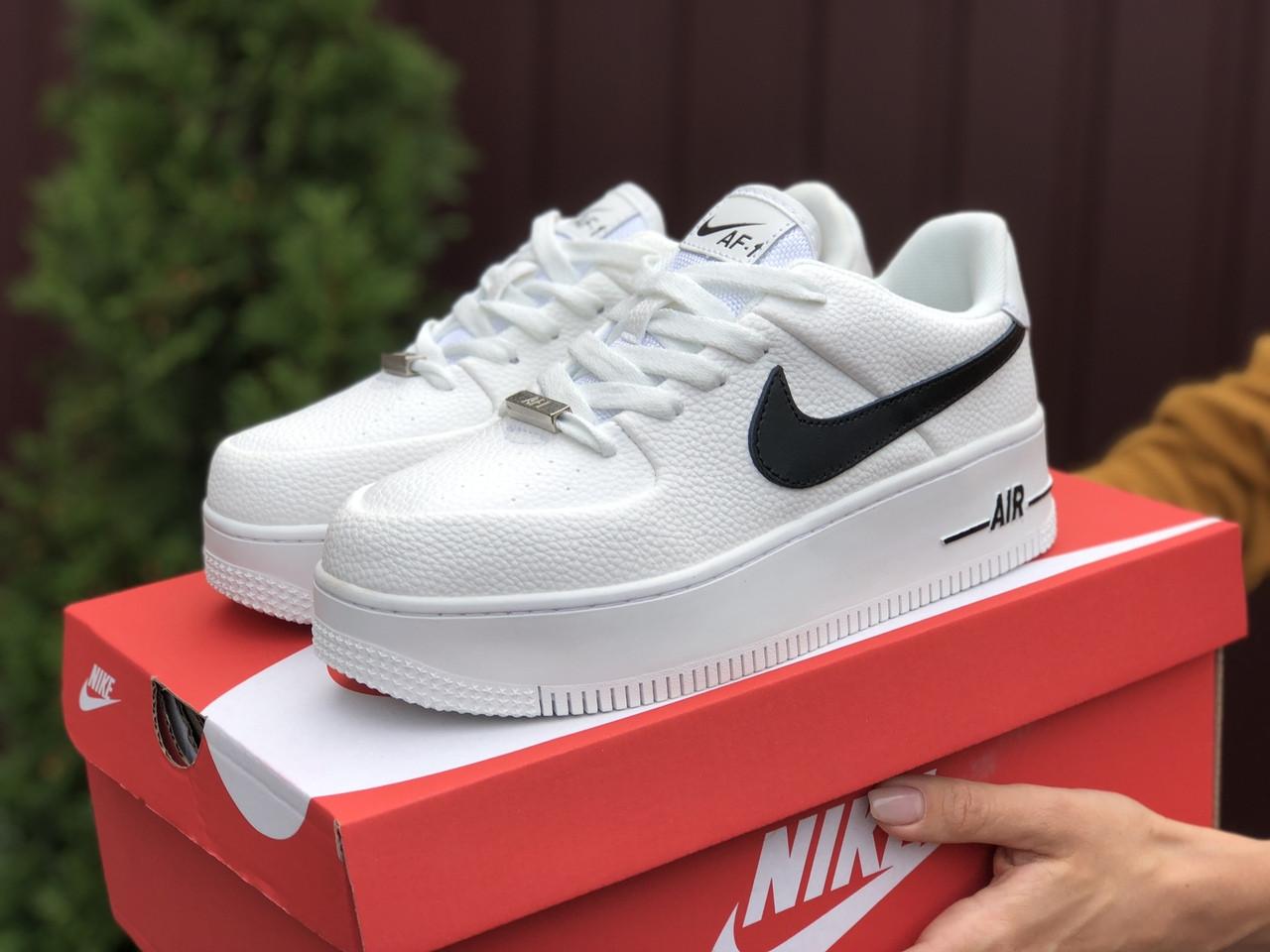 Кросівки жіночі Nike Air Force білі з чорним