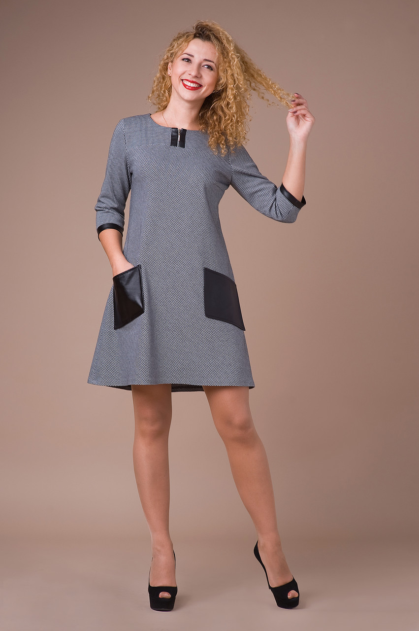 Короткое платье с расклешенное к низу