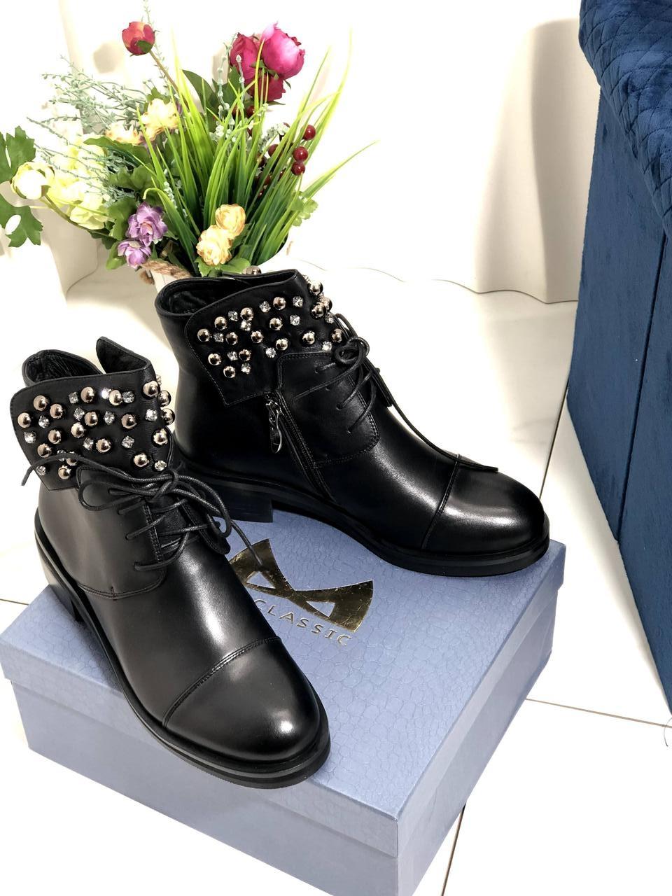 Шкіряні чорні черевики MyClassic 372