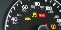 «Помилка ABS» на панелі приладів: небезпечно це і як виправити самостійно?