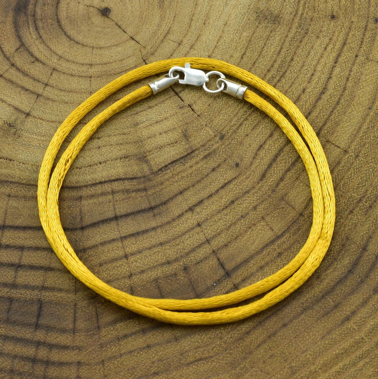 Шнурок шелковый цвет горчичный длина 55 см ширина 2 мм вес серебра 0.7 г