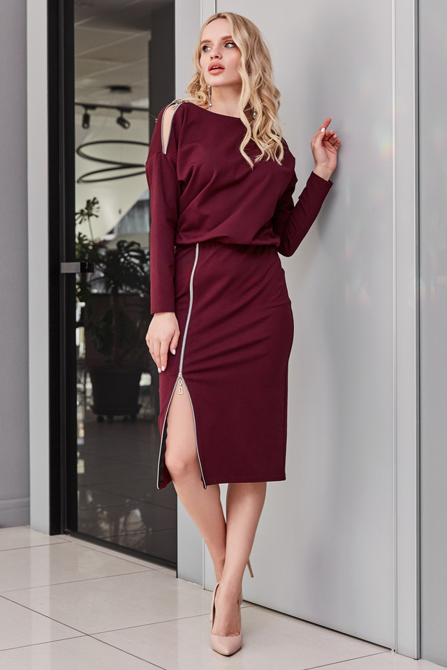 Трикотажное платье повседневное марсалового цвета