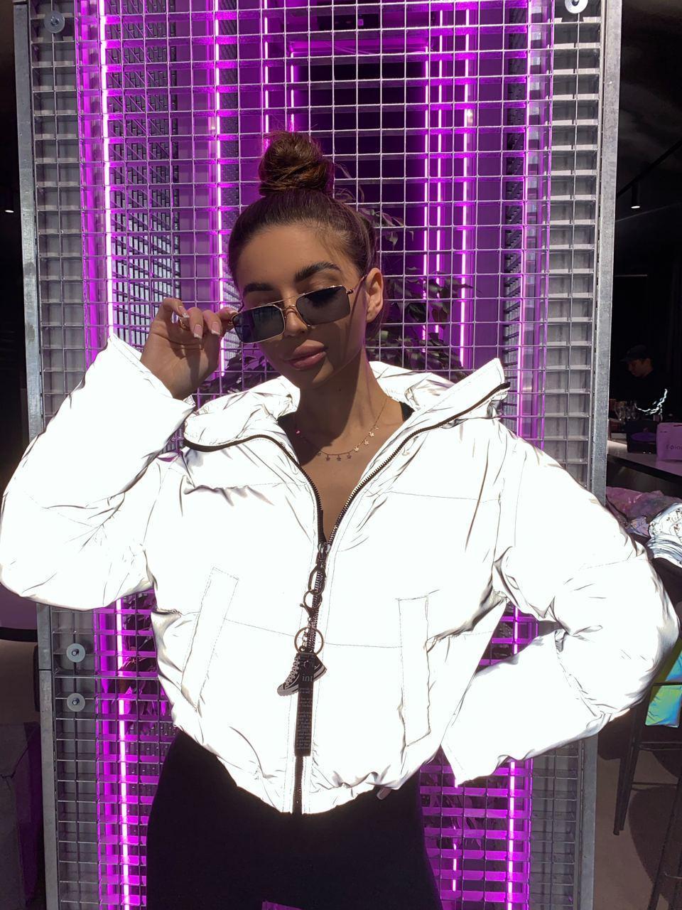 Женская светоотражающая короткая куртка бомбер с капюшоном, на молнии и с затяжками (р. 42-48) 71ki501