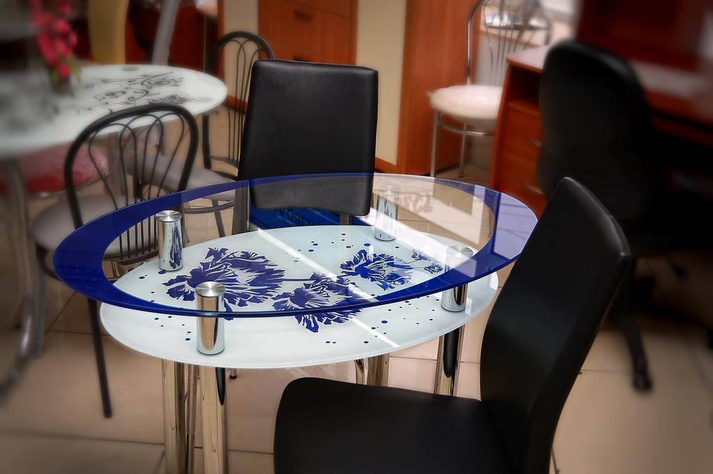 Обеденные стеклянные кухонные столы