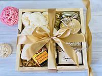 Подарок в деревянном боксе. Милый подарок для женщин.