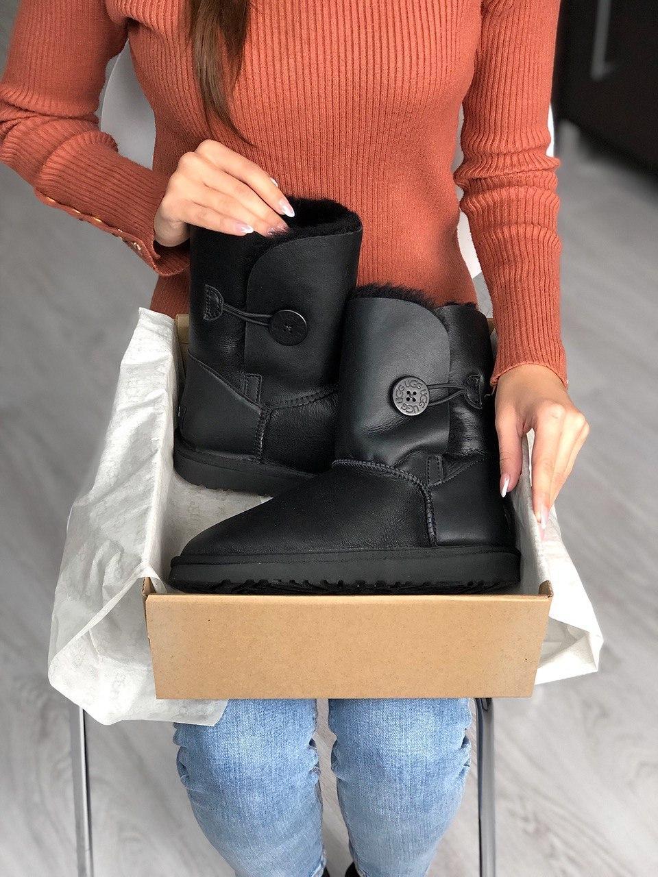 Женские Ugg Bailey Button Black черного цвета. Стильные сапоги женские зимние Угги теплые черные.