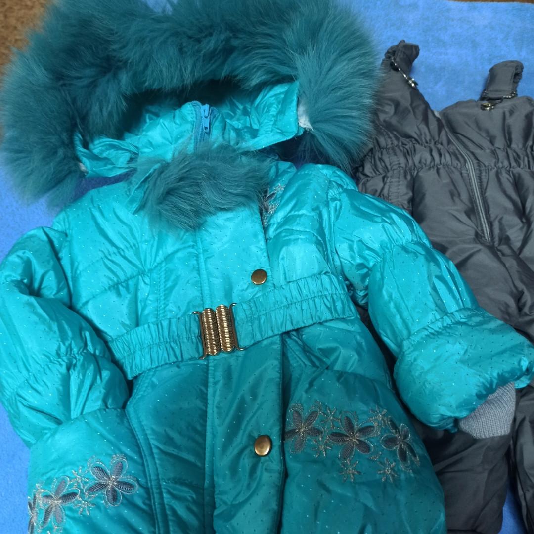 Теплый зимний костюм для девочки. В комплект входит куртка на меховой подстежке и штаны - полукомбинезон.