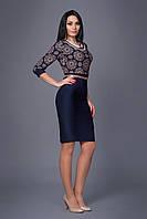 Женское платье  с ярким цветным принтом на верхней части изделия