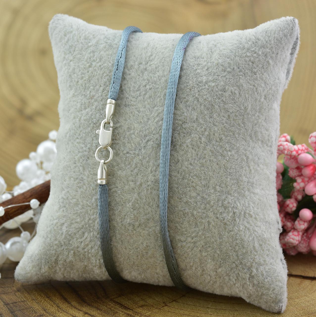 Шнурок шелковый цвет серый длина 50 см ширина 2 мм вес серебра 0.7 г
