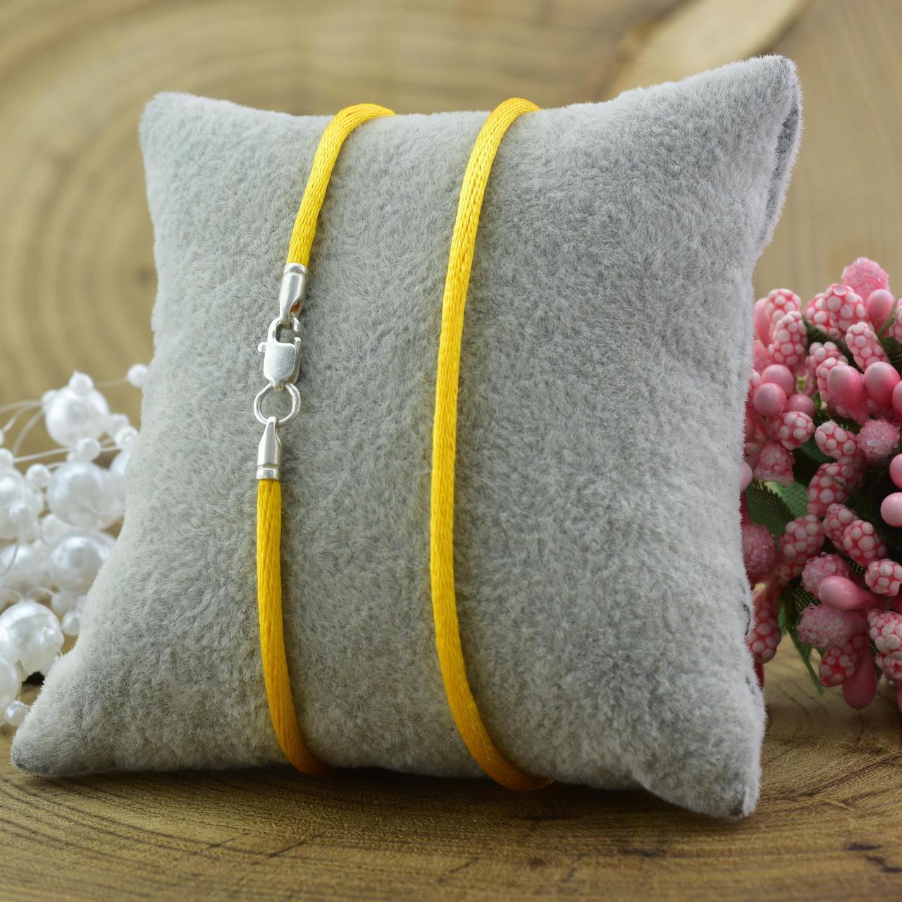 Шнурок шелковый цвет желтый длина 50 см ширина 2 мм вес серебра 0.7 г