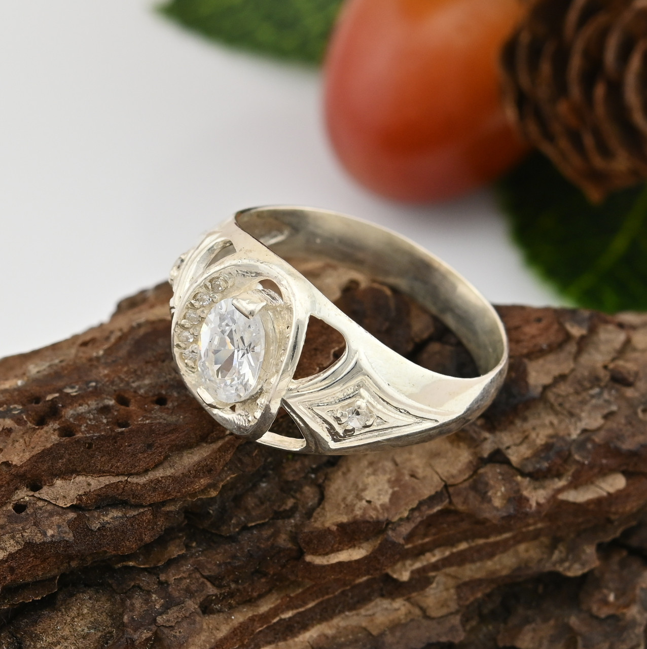 Серебряное кольцо Индира размер 19 вставка белые фианиты вес 3.95 г