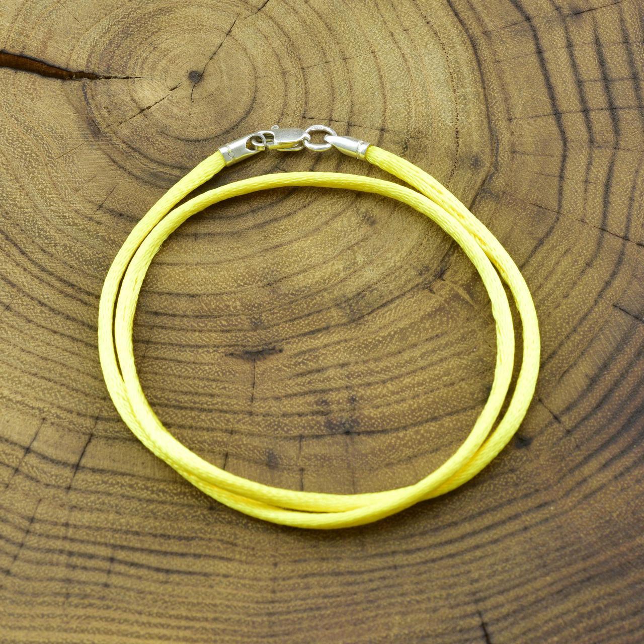 Шнурок шелковый цвет лимонный длина 55 см ширина 2 мм вес серебра 0.7 г