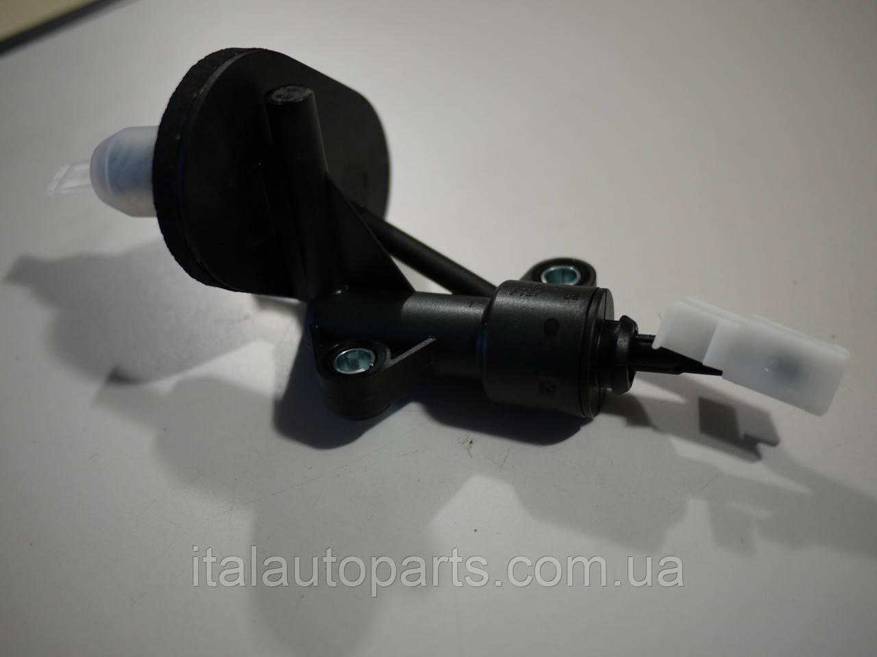 Главный цилиндр сцепления Fiat 500L