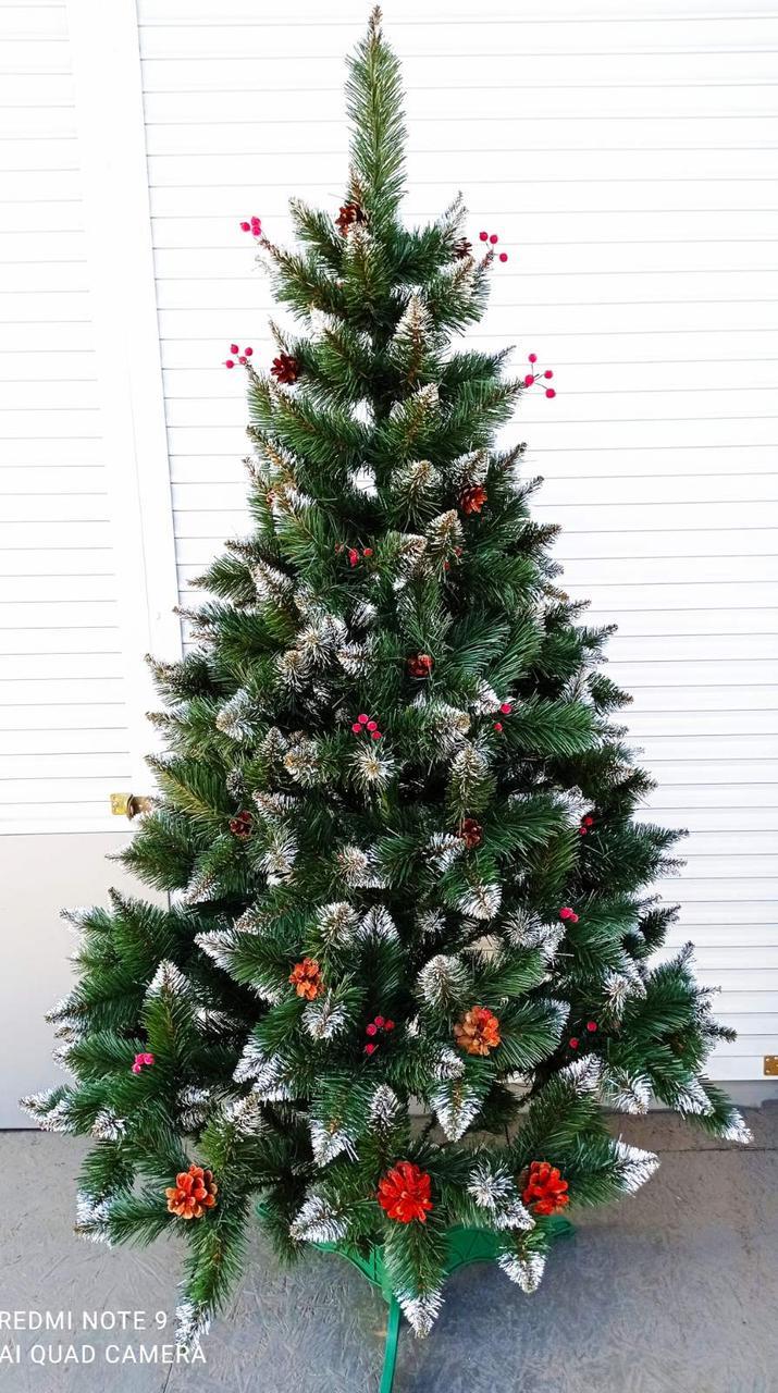 Різдвяна ялинка зелена з білими кінчиками з шишками з калиною 2.2 м 220 см