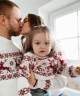 Семейная коллекция белых вязаных новогодних свитеров