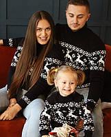 Семейная коллекция синих вязаных новогодних свитеров