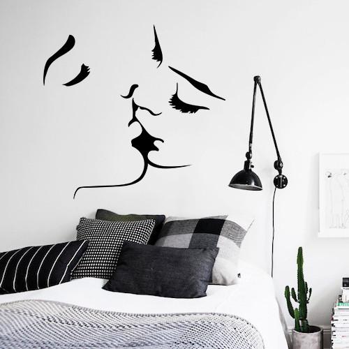 Наклейка на стіну Поцілунок