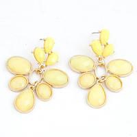 Яркие летные серьги гвоздики с крупными желтыми камнями
