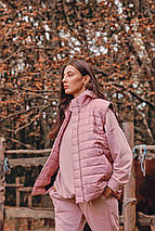 """Стеганый женский жилет на молнии """"LINS"""" с карманами и поясом, фото 3"""