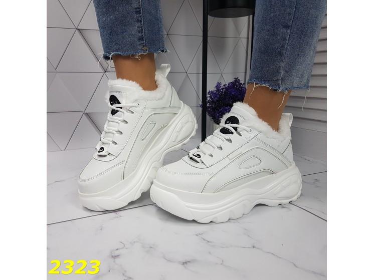 Зимние кроссовки на высокой платформе белые К2323