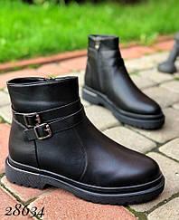 Ботинки зимние с пряжкой, сбоку на молнии Внутри мех 39, 40 и 41 размеры