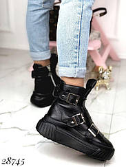 Ботинки зимние на спортивной подошве с ремешками, сбоку на молнии 36 и 39 размеры