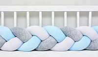 """Защитный бортик в кроватку """"Косичка"""" 180 см (белый_серый_голубой) хлопковый велюр"""