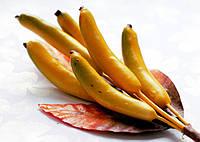 Бутоньерка Ягодки Банан на проволоке с листиками, декоративные ягоды