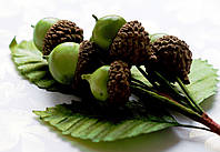 Бутоньерка Желуди Зеленые на проволоке с листиками, декоративные ягоды, фото 1