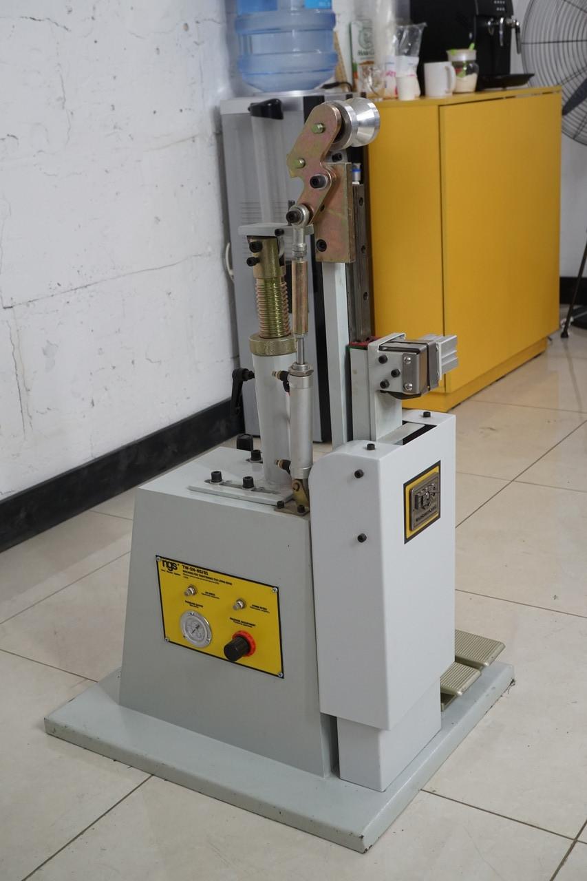 Машина для затяжки затяжной кромки шнурком SN01