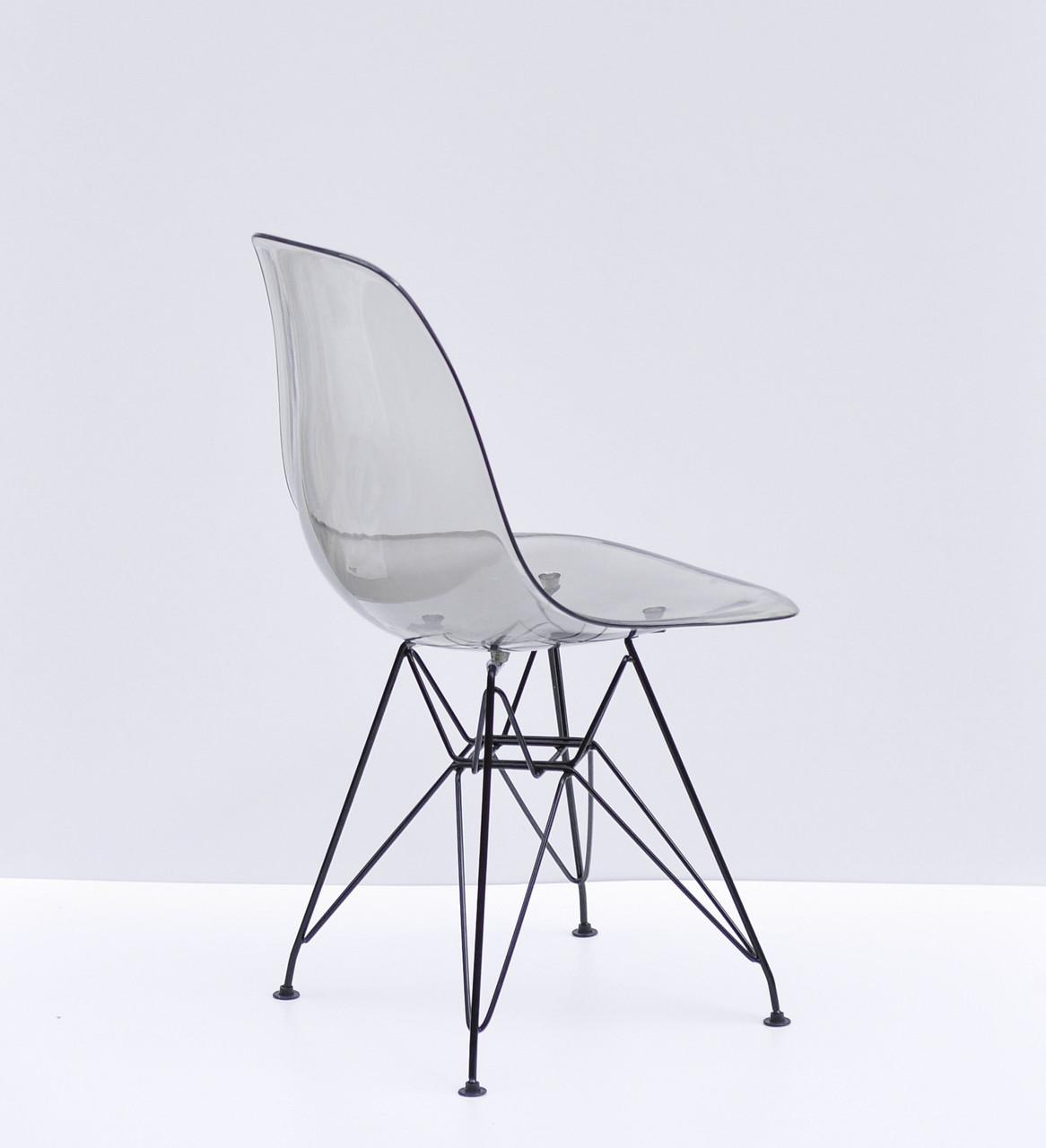 Пластиковый стул дымчатый на металлических ножках черного цвета Nik BK-ML