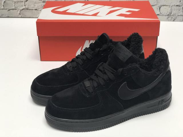 Зимние кроссовки на меху черного цвета Nike Air Force 1 Low Black  фото