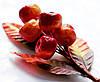 Бутоньерка Мини-яблоки на проволоке с листиками, декоративные ягоды