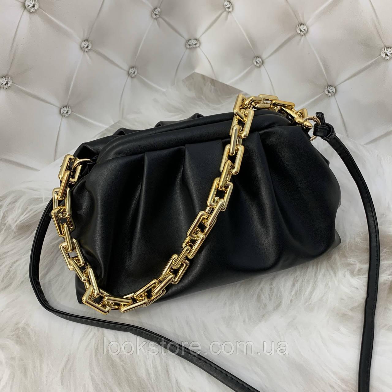 Трендовая женская сумка в стиле Bottega пельмень на цепочке черная