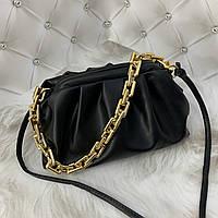 Трендовая женская сумка в стиле Bottega пельмень на цепочке черная, фото 1