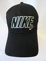 Купить чёрные молодёжные спортивные кепки с вышивкой